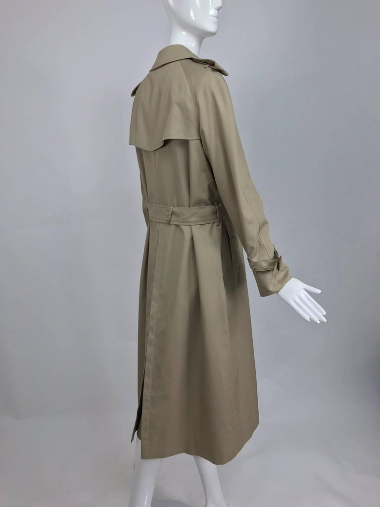 Burberry classic trench coat with removable nova check lining In Excellent Condition For Sale In West Palm Beach, FL
