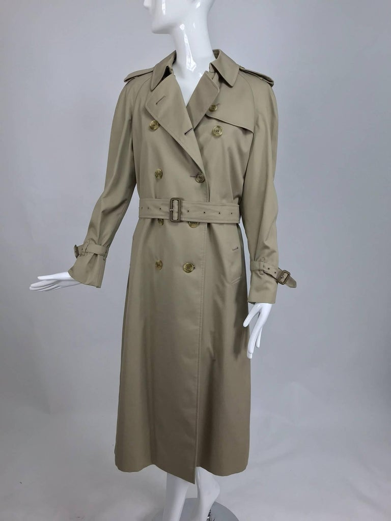 Burberry classic trench coat with removable nova check lining For Sale 3