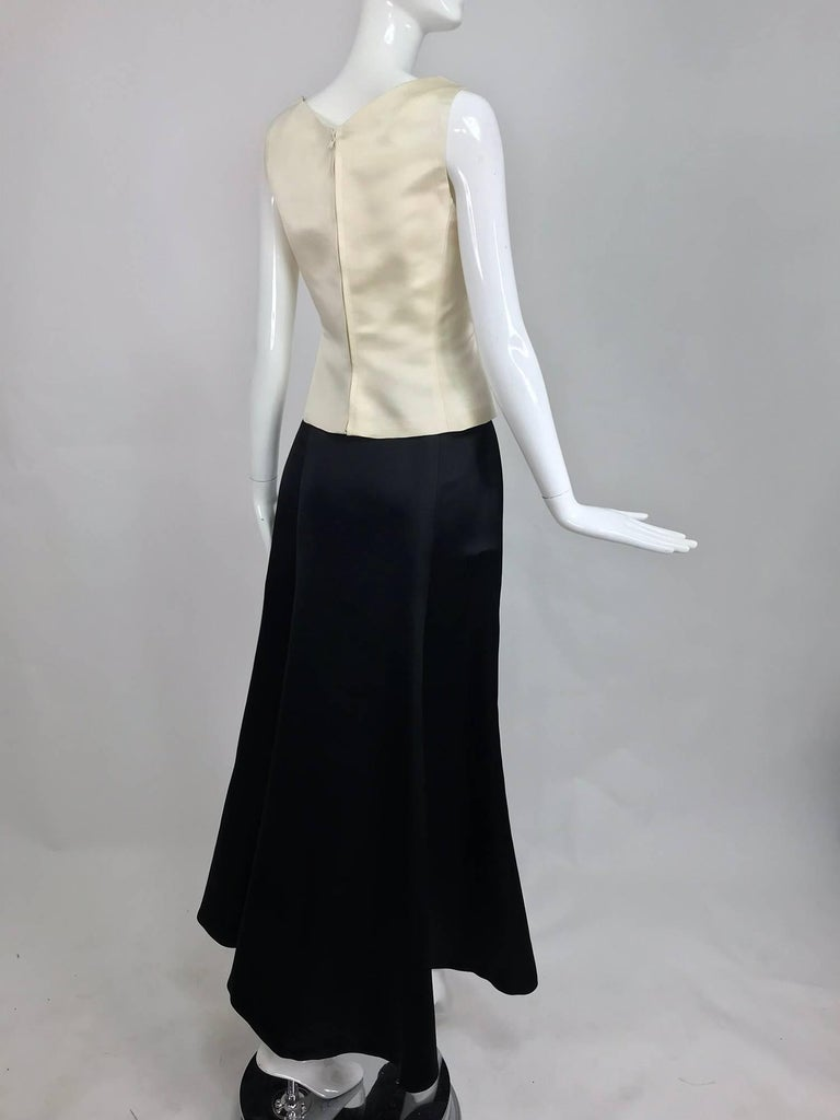 Vintage Bill Blass evening top and skirt set in cream and black silk satin 1980s In Excellent Condition For Sale In West Palm Beach, FL