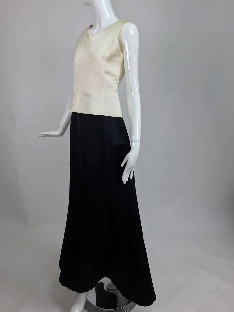 Vintage Bill Blass evening top and skirt set in cream and black silk satin 1980s For Sale 3