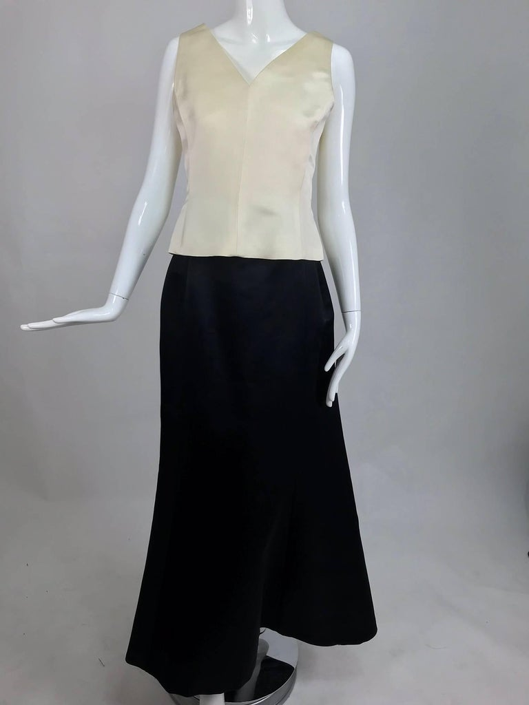 Vintage Bill Blass evening top and skirt set in cream and black silk satin 1980s For Sale 4