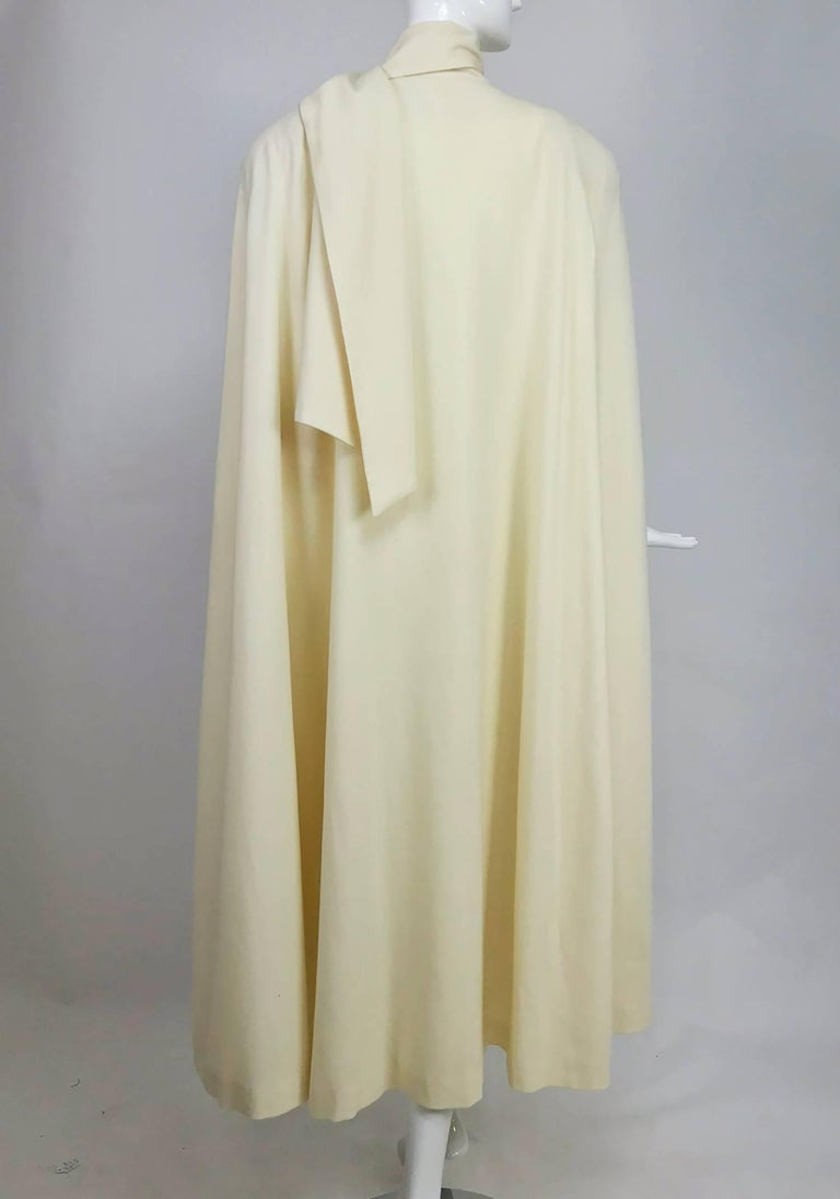 Women's or Men's Winter white full length wool cape 1980s For Sale