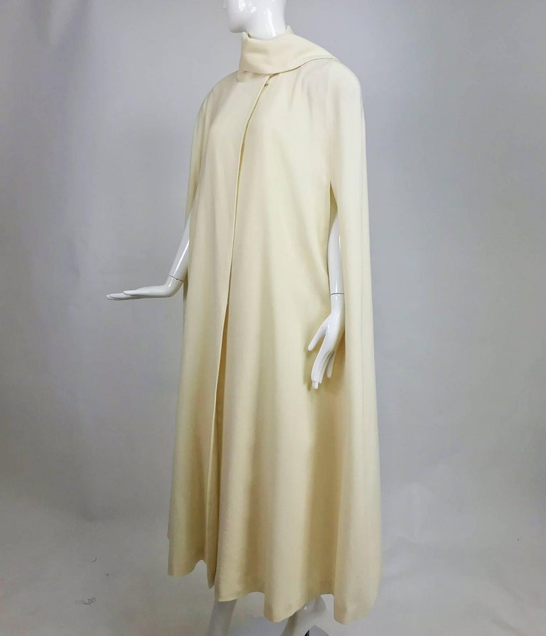 Winter white full length wool cape 1980s For Sale 3