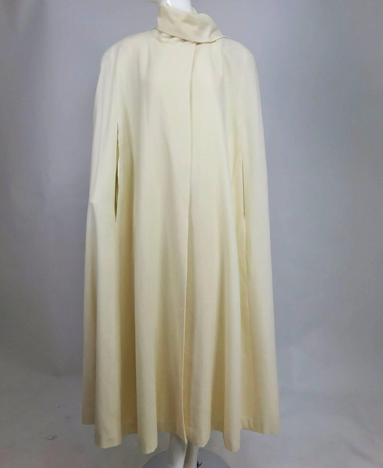 Winter white full length wool cape 1980s For Sale 5