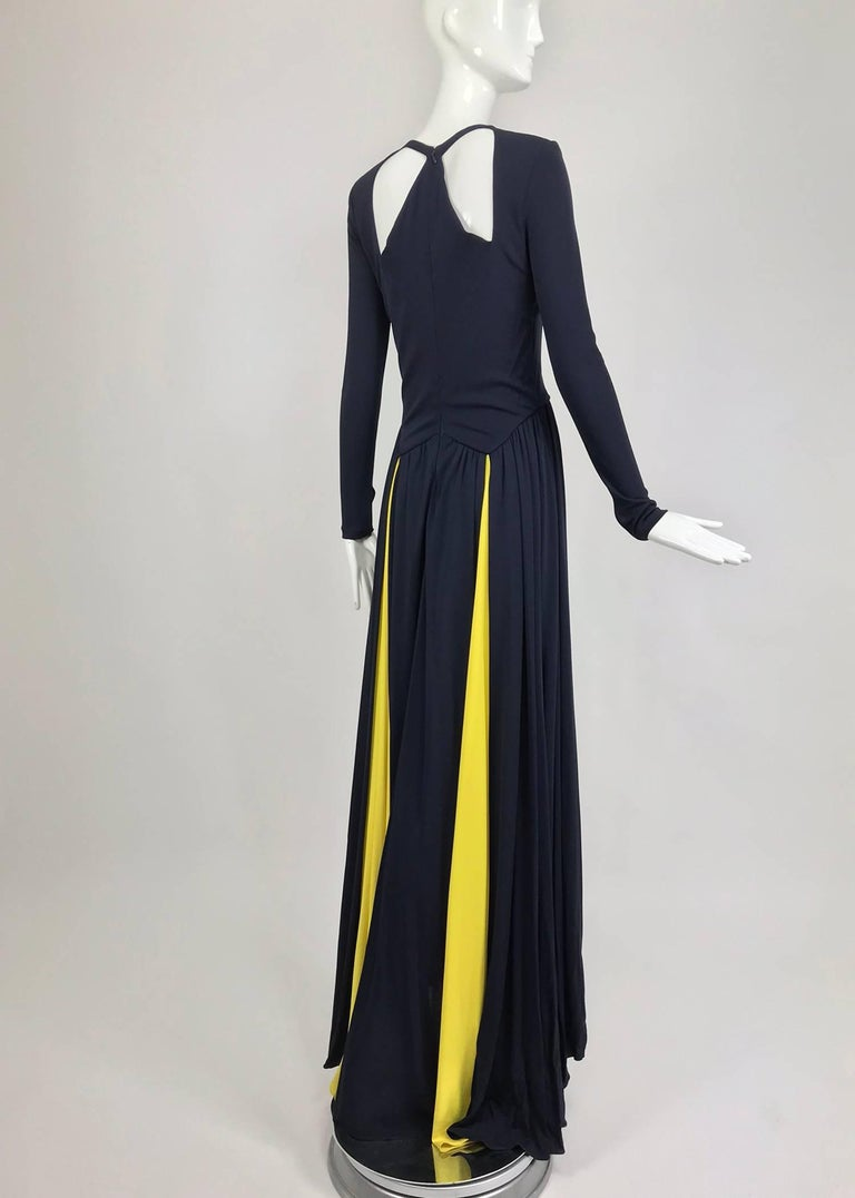 Carolina Herrera sample navy blue open back yellow matte jersey evening dress  In Excellent Condition For Sale In West Palm Beach, FL