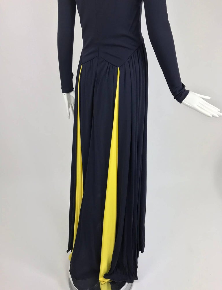 Carolina Herrera sample navy blue open back yellow matte jersey evening dress  For Sale 2