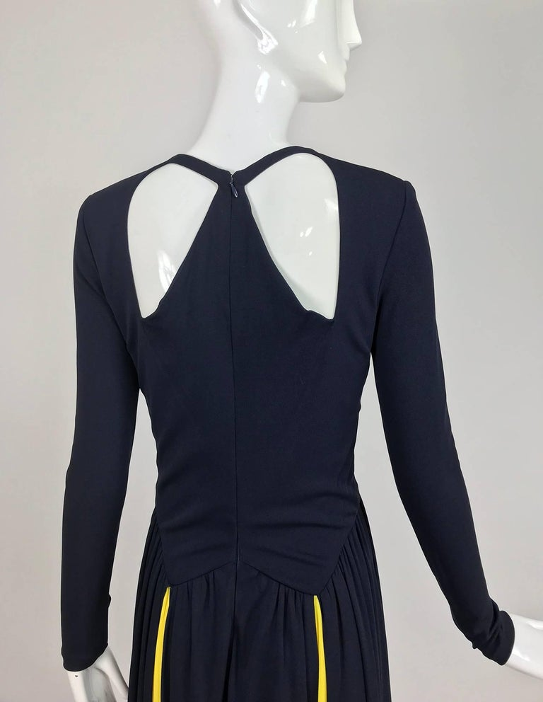 Carolina Herrera sample navy blue open back yellow matte jersey evening dress  For Sale 3