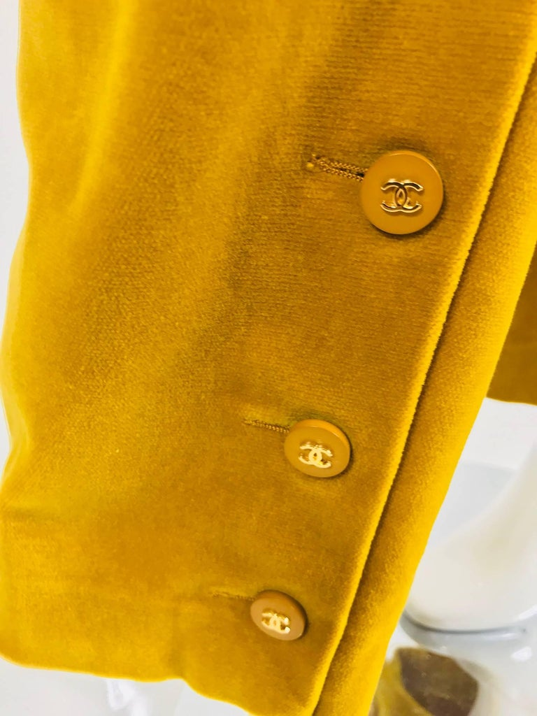 Chanel golden yellow velvet trousers with ankle buttons 1990s For Sale 2