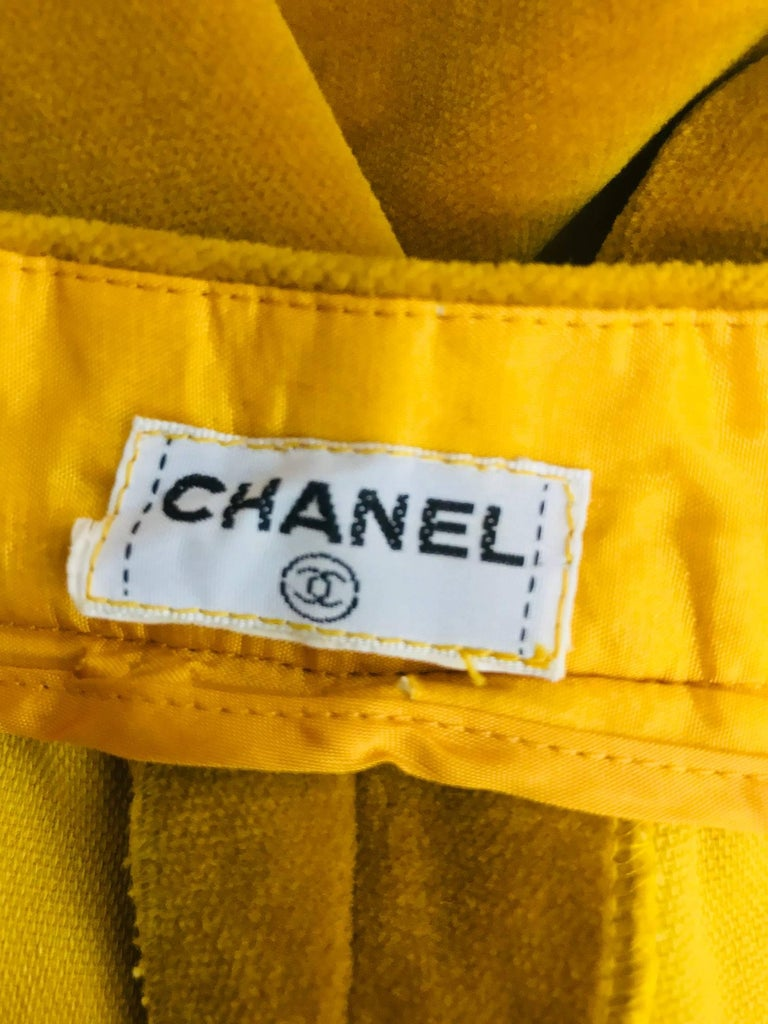 Chanel golden yellow velvet trousers with ankle buttons 1990s For Sale 4