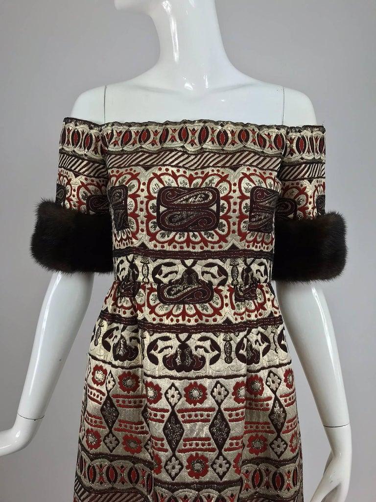 Vitnage Oscar de la Renta metallic brocade and mink trim evening dress 1970s For Sale 2
