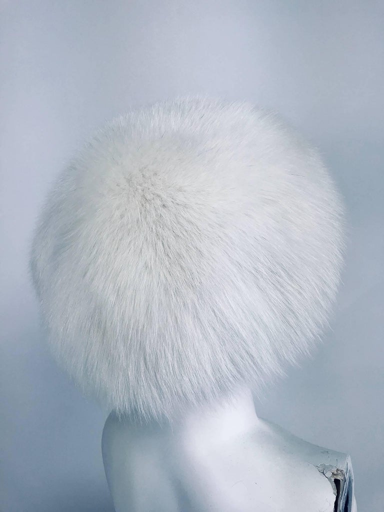 White fox hat 1960s  In Excellent Condition For Sale In West Palm Beach, FL
