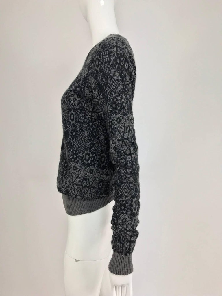 Chanel grey cashmere pull on sweater  In Excellent Condition For Sale In West Palm Beach, FL