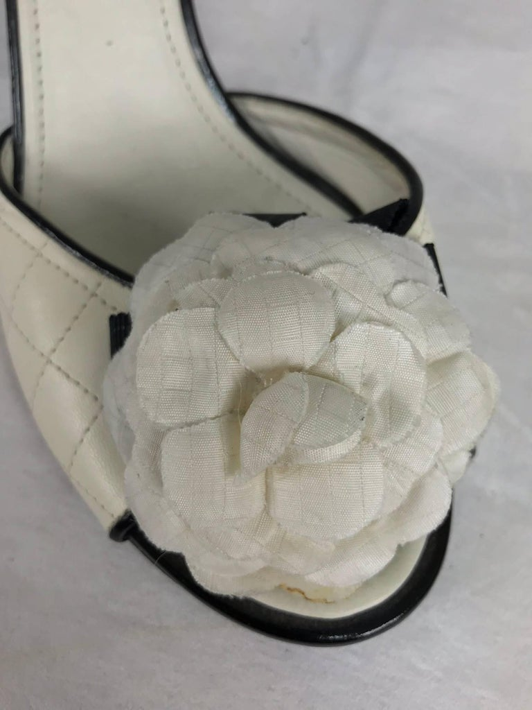 Chanel quilted mules patent heels and Camellia flowers 38 1/2 For Sale 2