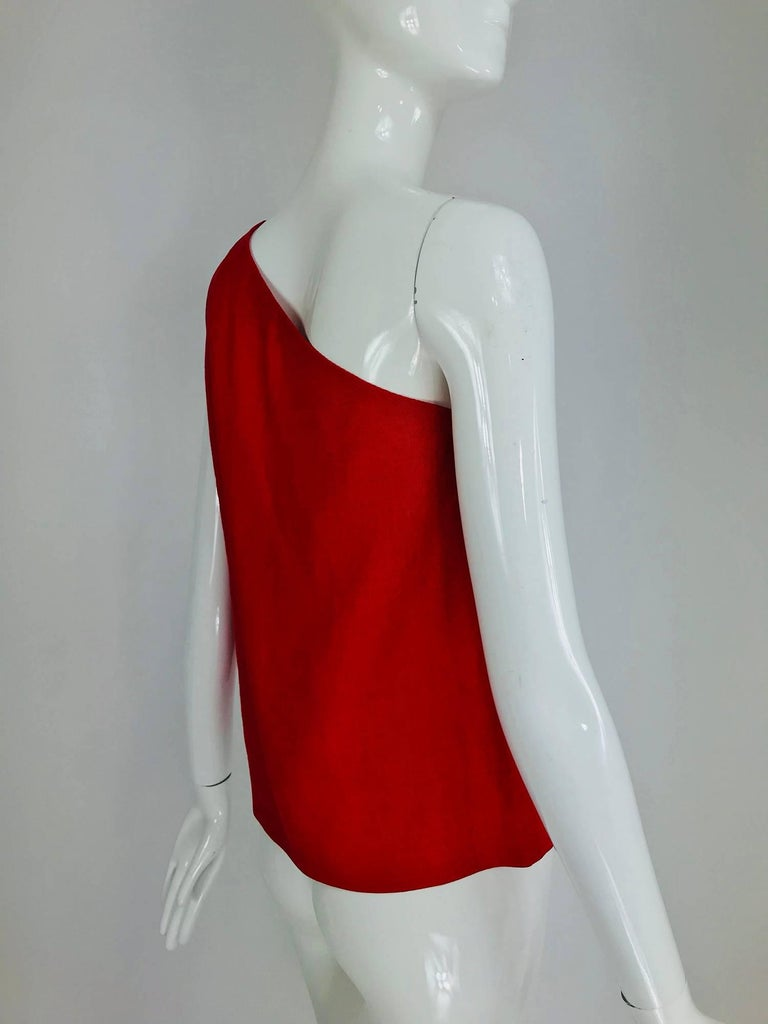 Bill Blass red linen one shoulder top 1970s In Excellent Condition For Sale In West Palm Beach, FL