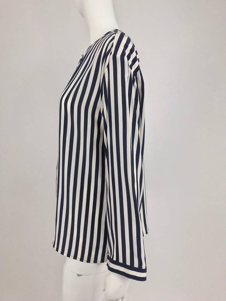 Valentino Navy blue and white stripe silk blouse In Excellent Condition For Sale In West Palm Beach, FL