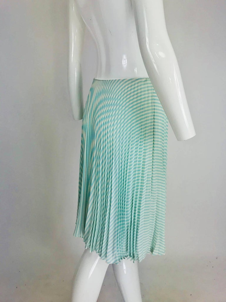 Oscar de la Renta aqua and white knife pleated silk crepe skirt In Excellent Condition For Sale In West Palm Beach, FL