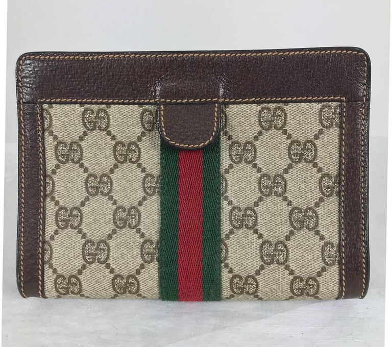 Gucci red and green twill stripe, logo vinyl leather trim makeup bag clutch from the 1980s. Lined in vinyl, closes with hidden Velcro. In excellent condition. Measurements are in inches: 7