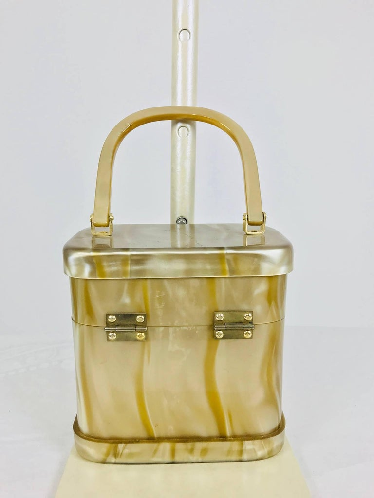 Stylecraft Miami pearlized Lucite handbag 1960s In Excellent Condition For Sale In West Palm Beach, FL