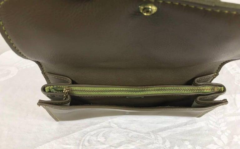 Roger Van S Gold eagle green pebble leather clutch hand bag 1950s NWOT For Sale 1