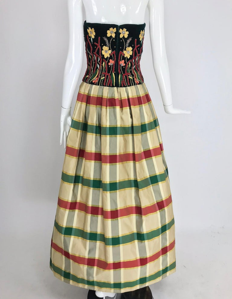 Victoria Royal embroidered velvet and silk taffeta strapless gown 1990s In Excellent Condition For Sale In West Palm Beach, FL