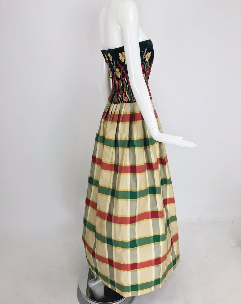 Victoria Royal embroidered velvet and silk taffeta strapless gown 1990s For Sale 2