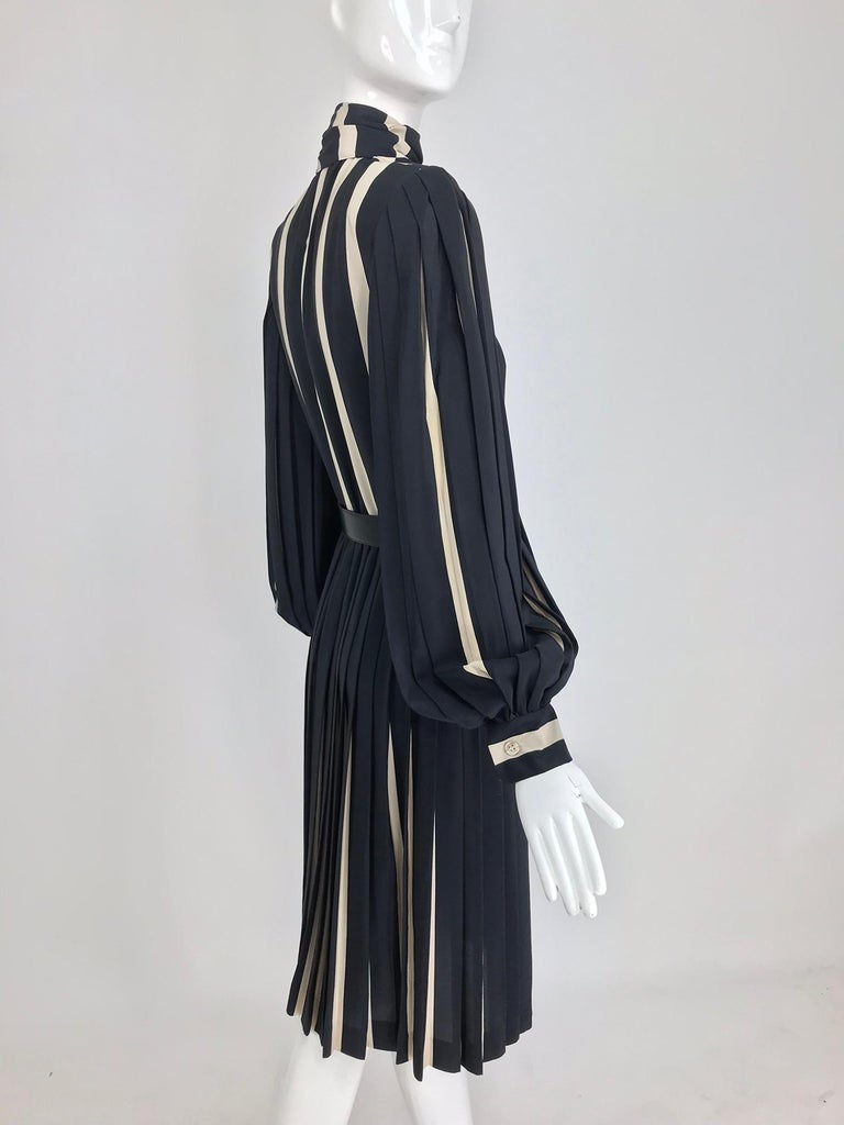 Women's Bill Blass pleated silk black and tan stripe dress 1970s For Sale