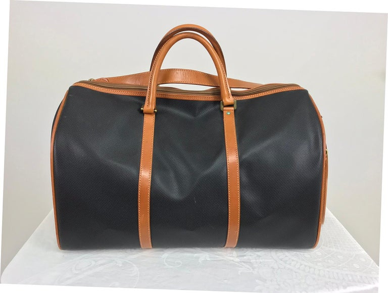 d3be10352502 Bottega Veneta Black and Tan Leather carry on Duffel Bag In Excellent  Condition For Sale In