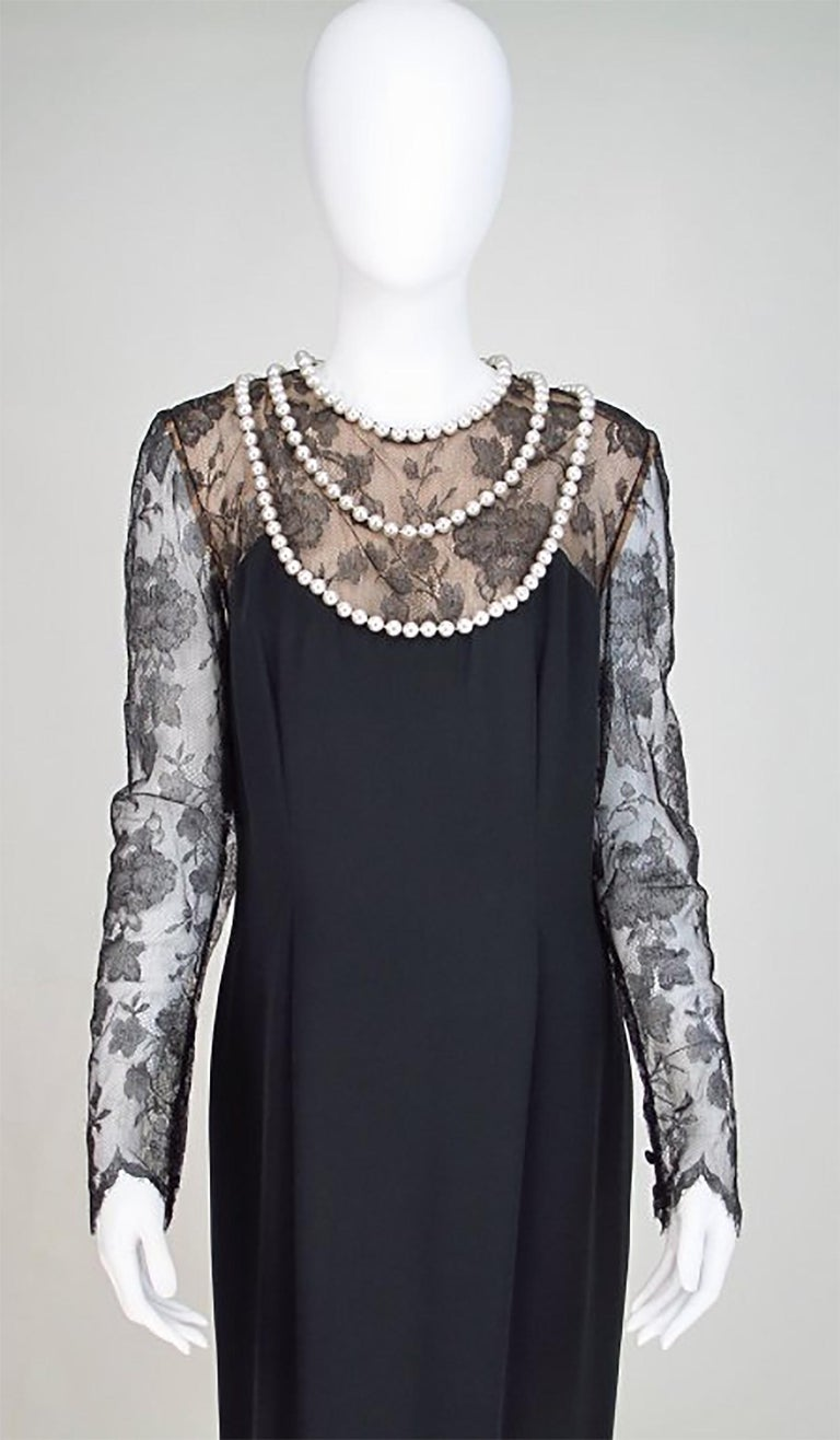 Bill Blass black lace and silk chiffon gown with pearl applique necklace 1970s For Sale 2