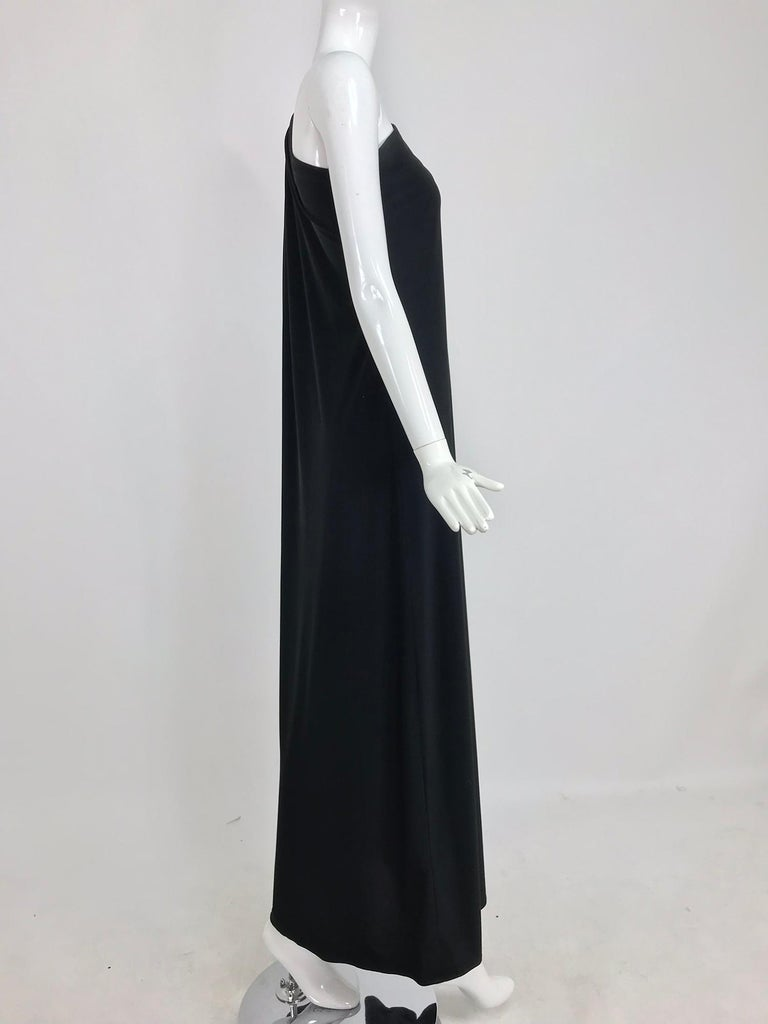 Adele Simpson black jersey one shoulder gown with jewel clasp In Excellent Condition For Sale In West Palm Beach, FL