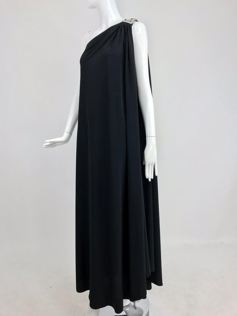 Adele Simpson black jersey one shoulder gown with jewel clasp For Sale 8