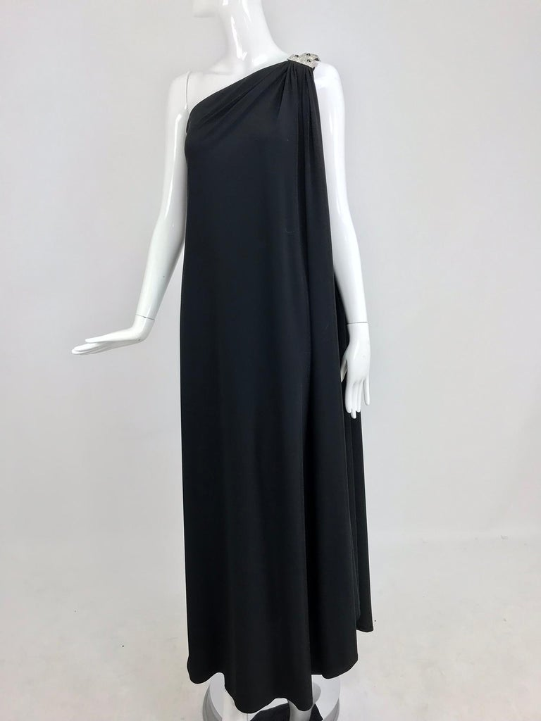Adele Simpson black jersey one shoulder gown with jewel clasp For Sale 9