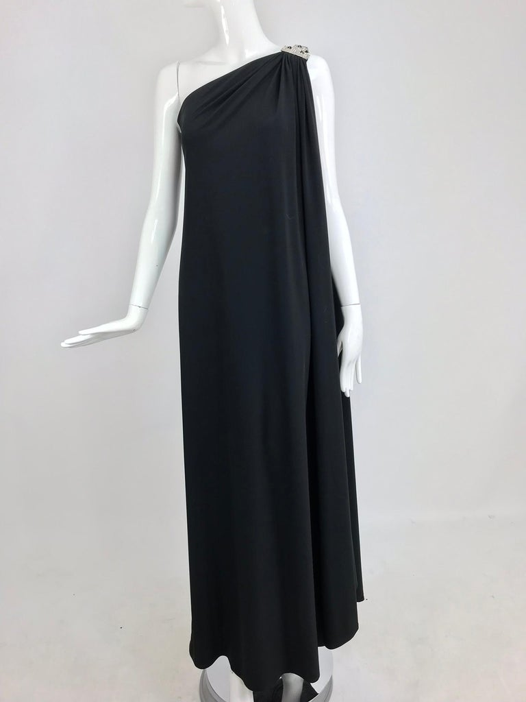 Adele Simpson black jersey one shoulder gown with jewel clasp For Sale 10