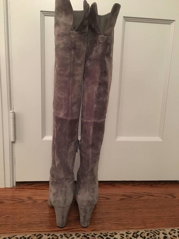 Contemporary Chanel High Boots in Gray In Excellent Condition For Sale In Stamford, CT