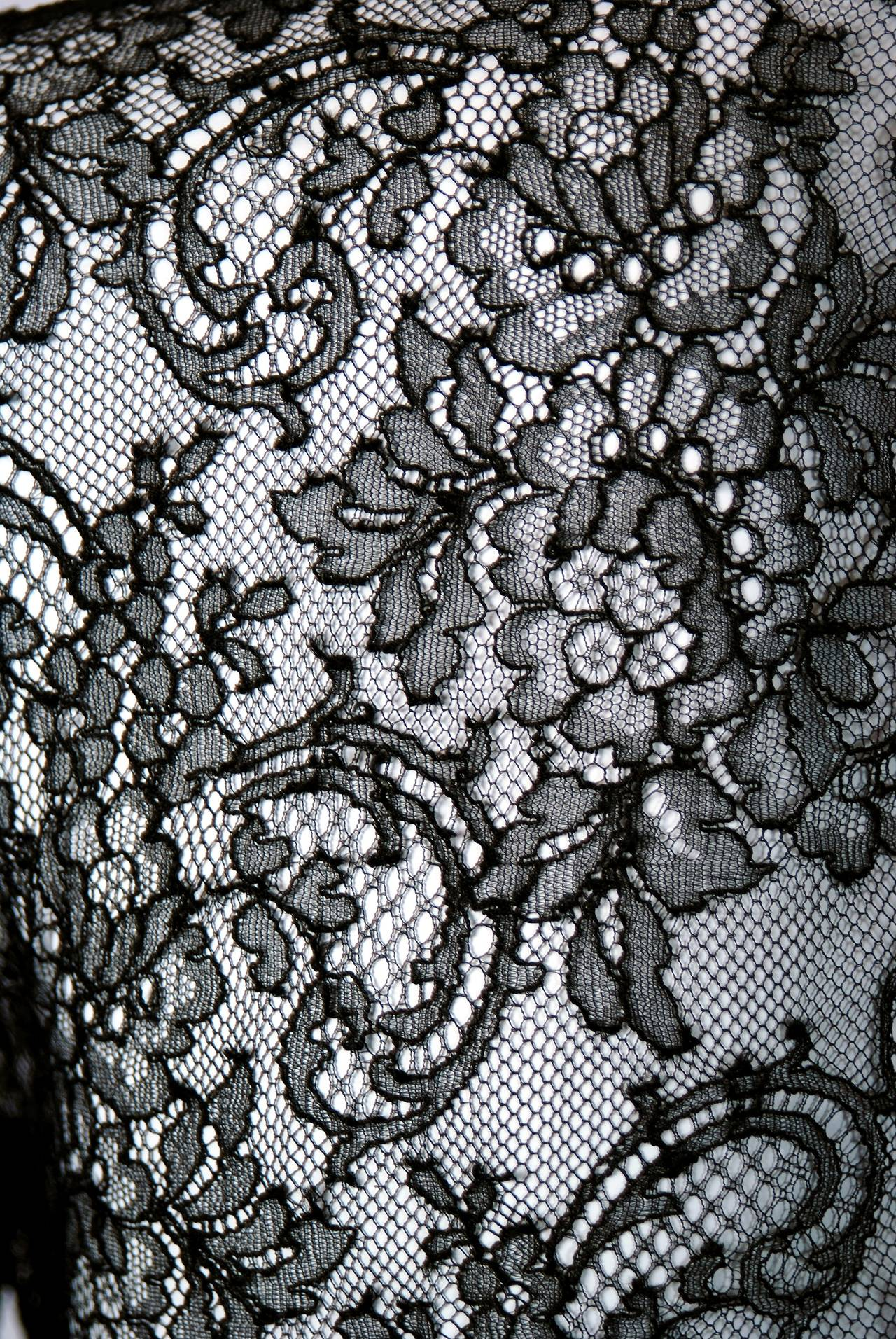 1990's Oscar de la Renta Black Lace Illusion & Mocha Silk-Chiffon Sculpted Dress In Excellent Condition For Sale In Beverly Hills, CA