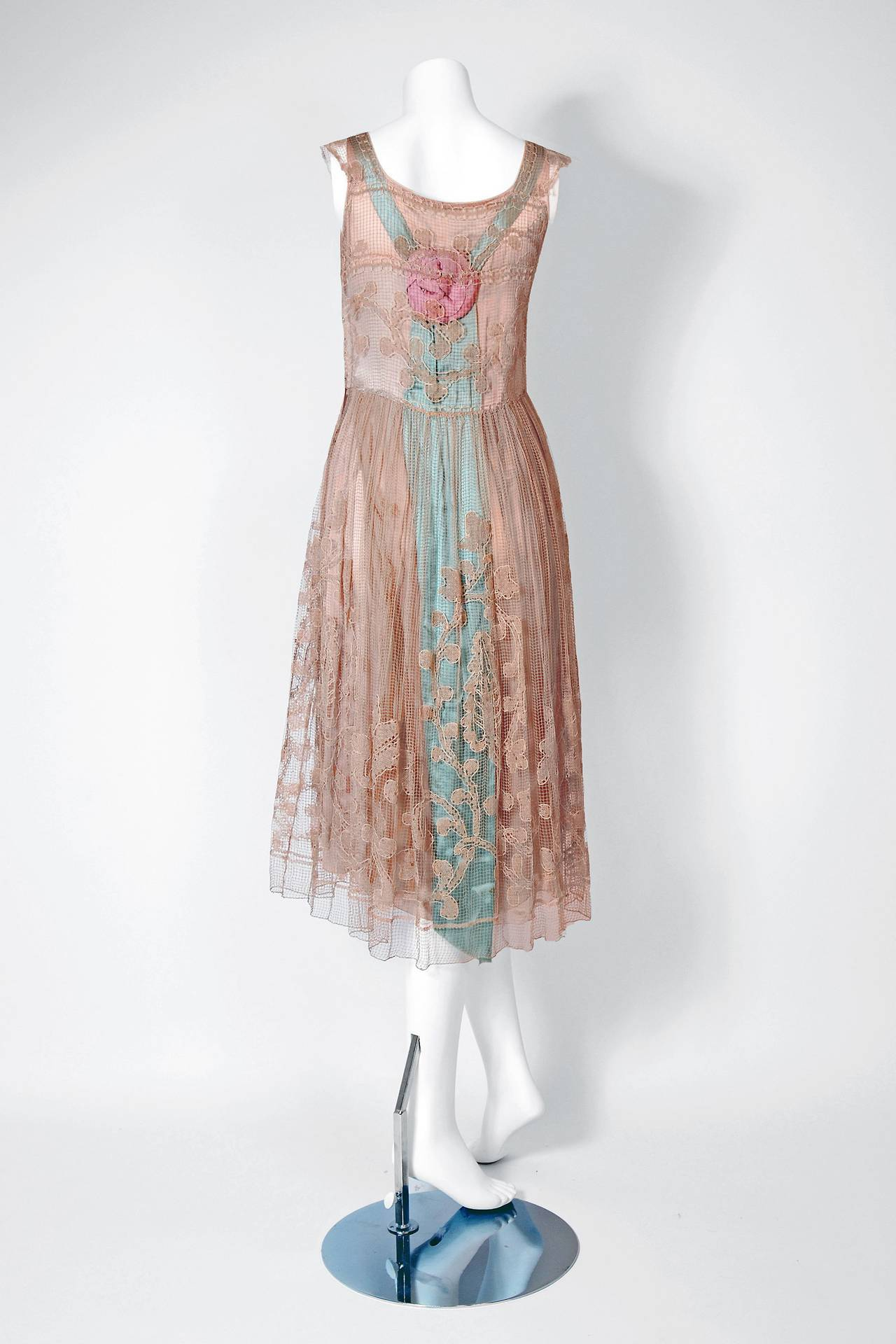 Women's 1920's Callot Soeurs Couture Attribute Silk Rosettes Filet-Lace Flapper Dress For Sale