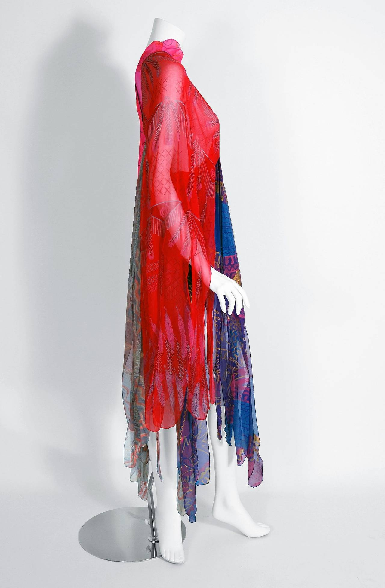1972 Zandra Rhodes Hand-Painted Indian Feathers & Lillies Silk Caftan Dress In Excellent Condition For Sale In Beverly Hills, CA