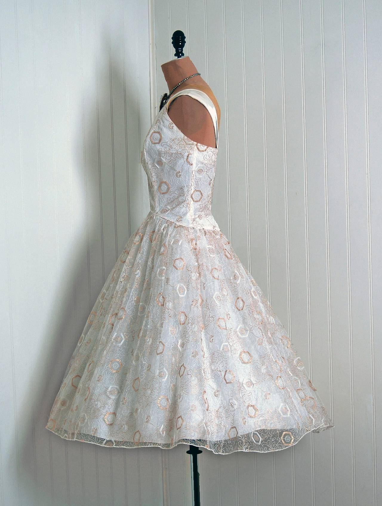 1950's Emma Domb White & Gold Embroidered Tulle One-Shoulder Party Dress In Excellent Condition For Sale In Beverly Hills, CA