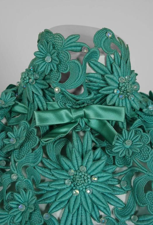 1962 Nina Ricci Haute-Couture Seafoam Blue Green Beaded Lace & Satin Formal Gown In Excellent Condition For Sale In Beverly Hills, CA