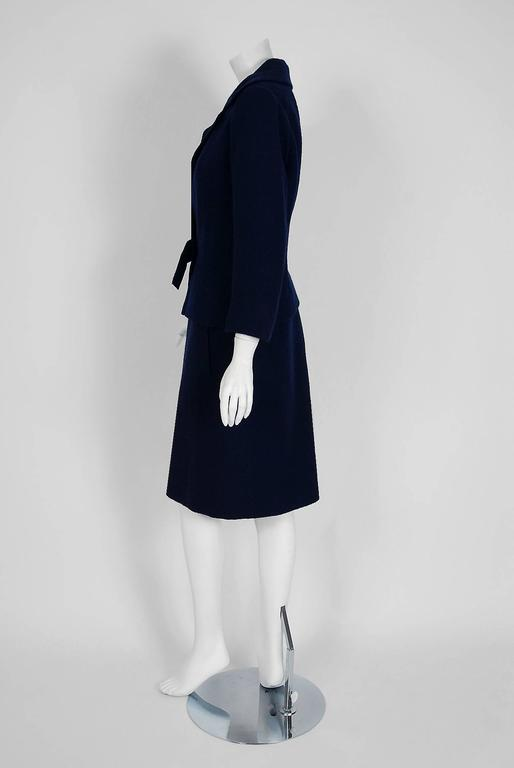 1962 Christian Dior Haute-Couture Navy Blue Wool Bow-Tie Tailored Mod Dress Suit In Excellent Condition For Sale In Beverly Hills, CA