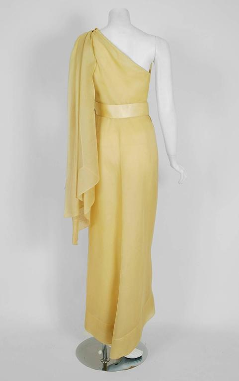 1969 Christian Dior Haute-Couture Yellow Silk One-Shoulder Grecian Goddess Gown In Excellent Condition For Sale In Beverly Hills, CA