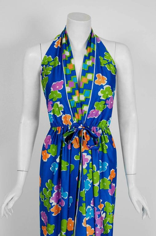 Gorgeous Oscar de la Renta graphic print jersey dress dating back to his 1977 collection. Oscar de la Renta is one of the world's leading fashion designers. Trained by Cristóbal Balenciaga and Antonio Castillo, he became internationally known in