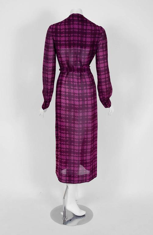 1969 Christian Dior Haute-Couture Purple Houndstooth Silk-Chiffon Belted Dress For Sale 1