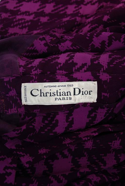1969 Christian Dior Haute-Couture Purple Houndstooth Silk-Chiffon Belted Dress For Sale 2