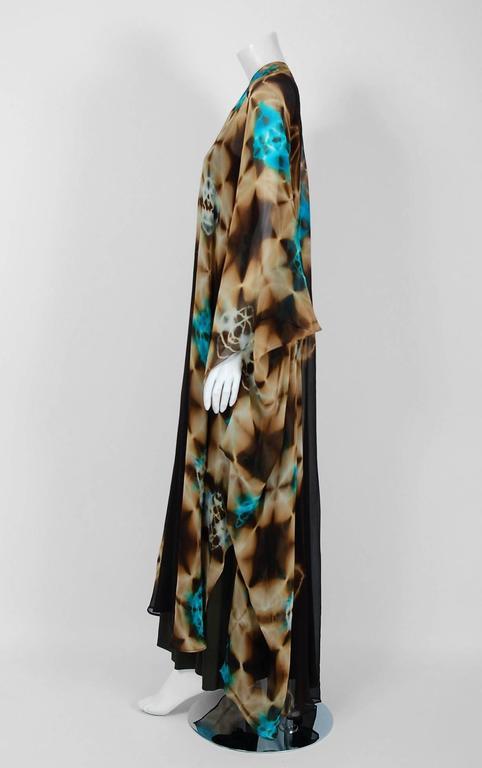 Women's 1972 Halston Couture Graphic Tie-Dye Print Silk Bohemian Maxi Dress Caftan For Sale