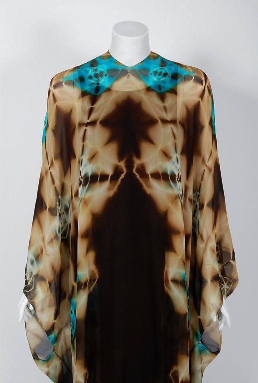 Black 1972 Halston Couture Graphic Tie-Dye Print Silk Bohemian Maxi Dress Caftan For Sale