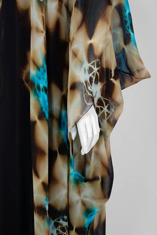 1972 Halston Couture Graphic Tie-Dye Print Silk Bohemian Maxi Dress Caftan In Excellent Condition In Beverly Hills, CA