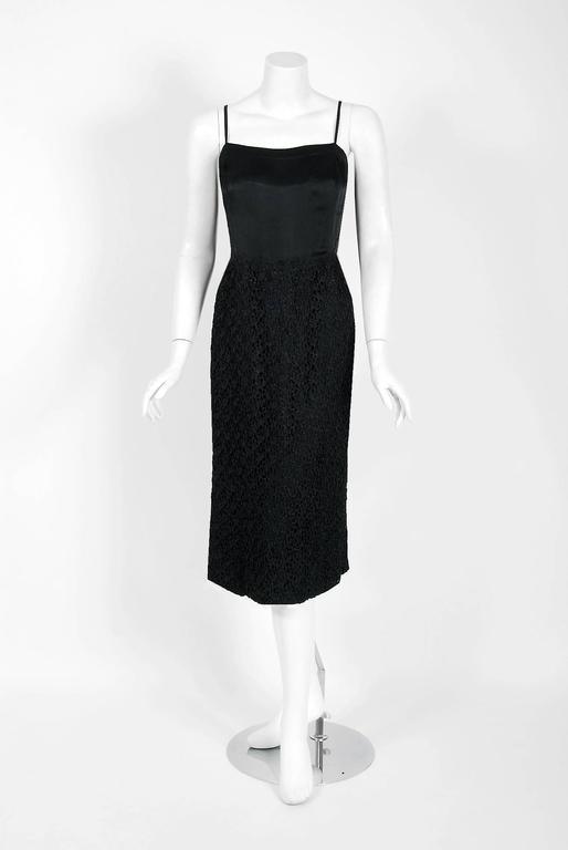 Women's Vintage 1973 Chanel Haute Couture Black Guipure Lace & Velvet Long-Sleeve Dress For Sale