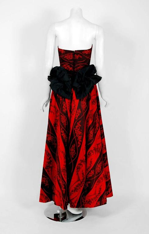 1957 Bergdorf Goodman Couture Red Black Floral-Print Silk Strapless Bustle Gown For Sale 2