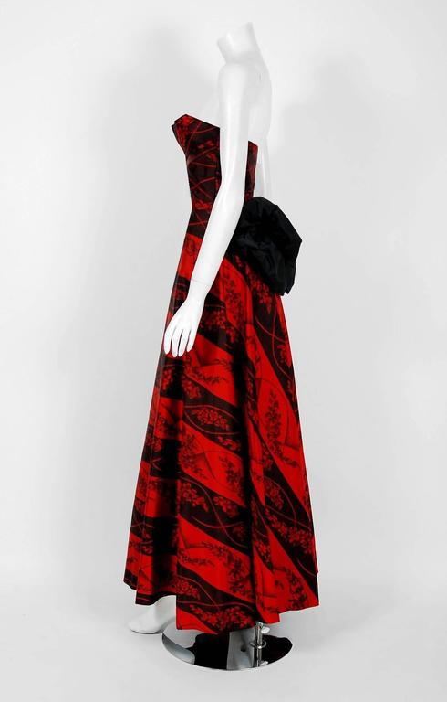 1957 Bergdorf Goodman Couture Red Black Floral-Print Silk Strapless Bustle Gown For Sale 1