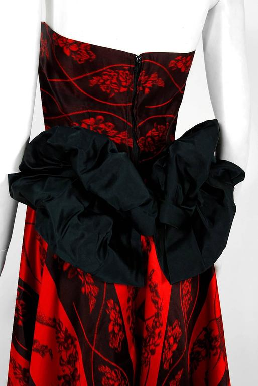 1957 Bergdorf Goodman Couture Red Black Floral-Print Silk Strapless Bustle Gown For Sale 3